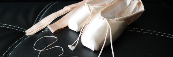 Coudres ruban et élastique sur pointes de danse