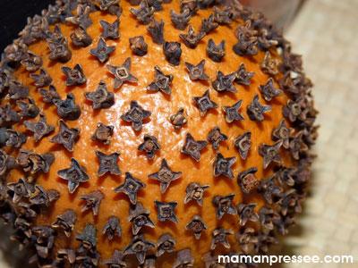 Orange piquée aux clous de girofle.